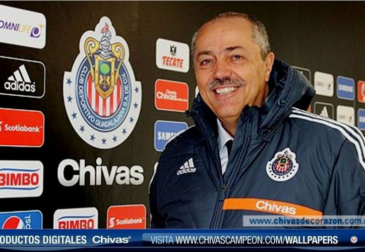 La presentación de Juan Manuel Herrero, exfutbolista en los 70, estuvo a cargo del dueño de Chivas, Jorge Vergara. (chivasdecorazon.com.mx)