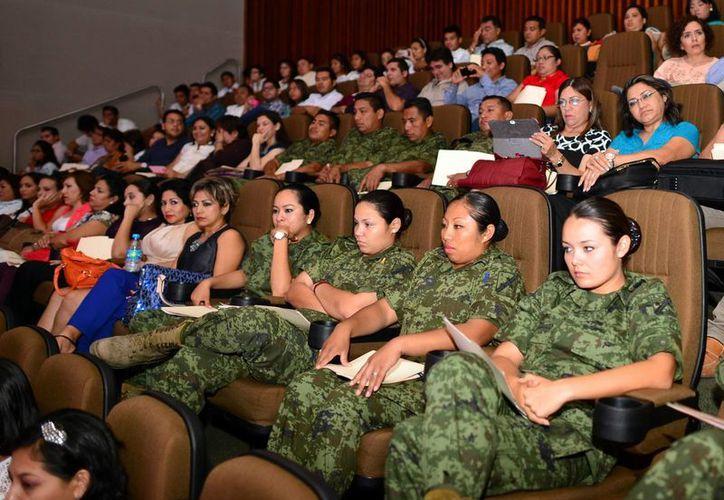 El presidente de la CNDH, Raúl Plascencia Villanueva, dijo que no sólo no se puede justificar la violencia, sino que hay que hacer visible este problema. (Milenio Novedades)