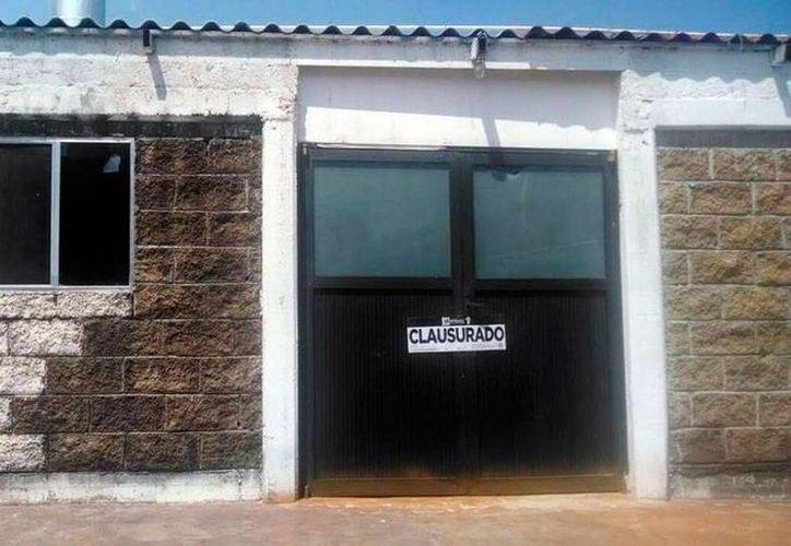 El Ayuntamiento de Cuernavaca sólo pudo clausurar el horno crematorio cladestino hallados en un ejido de la ciudad, pues la investigación judicial queda en manos de las autoridades estatales. (excelsior.com.mx)