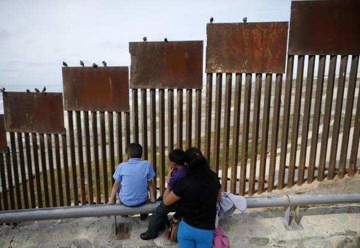 El gobierno mexicano sancionaría a los particulares y empresas mexicanas que participen en la construcción del muro de Trump. (ansalatina.com)