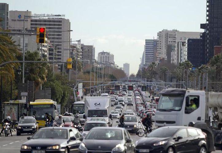 Las personas que están más expuestas al ruido del tráfico rodado tienen un mayor riesgo de obesidad. (Vanguardia/SIPSE)