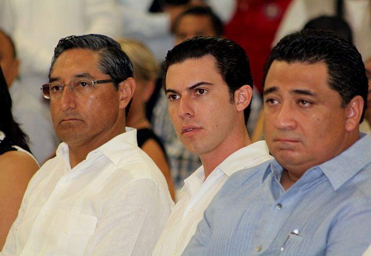 Los servidores públicos participaron en el foro anticorrupción, en las instalaciones de la Universidad Anáhuac de Cancún. (Cortesía)