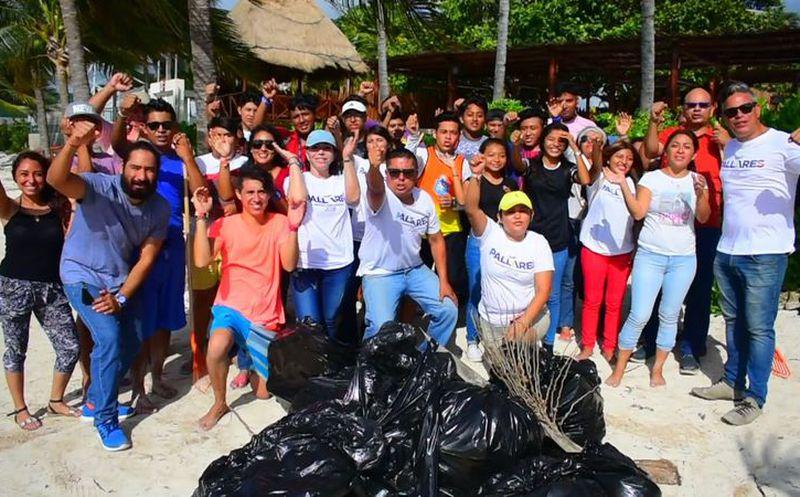Acude la abanderada del Frente a una jornada de limpieza de playas que fue convocada por jóvenes de Cancún. (Redacción/SIPSE)