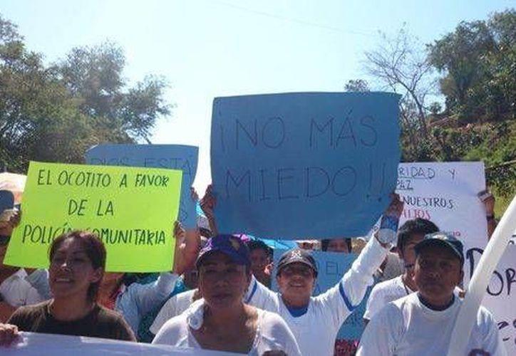 Los manifestantes reprocharon la pasividad mostrada por las corporaciones policiacas hasta hace unos días. (Milenio)