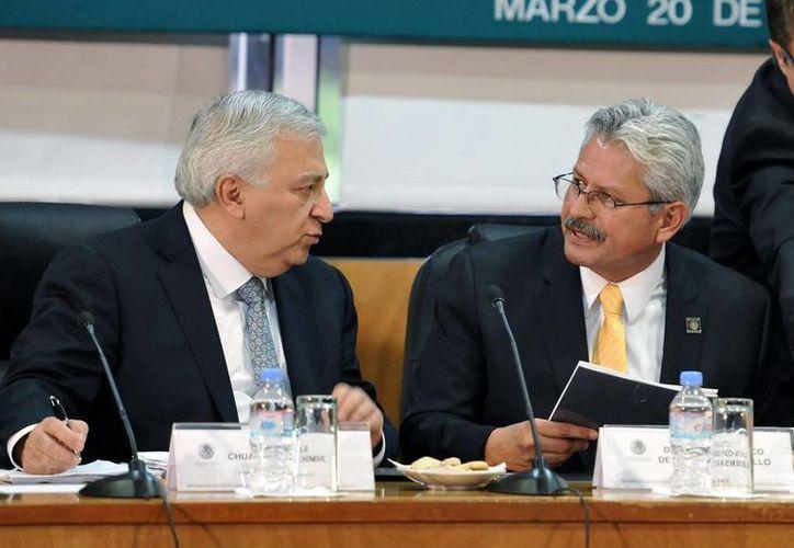 Emilio Chuayffet (izq) participó en la reunión de trabajo con la comisión de Educación Pública y Servicios Educativos, en la Cámara de Diputados. (Notimex)