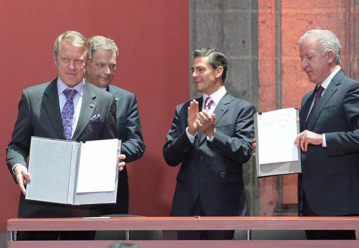 En presencia de los presidentes de México, Enrique Peña Nieto, y de Finlandia, Sauli Niiniströ, fueron firmados cuatro memorándums de entendimiento. (Notimex)