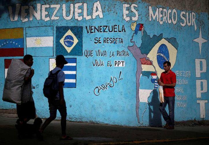 Los miembros de Mercosur decidieron suspender a Venezuela por no adherirse a las reglas del bloque económico. (Archivo/Reuters)
