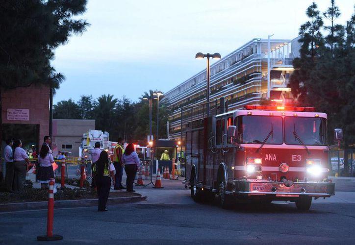 Siete personas inhalaron humo, pero solo una requirió atención hospitalaria. (AP/Kyusung Gong/The Orange County)
