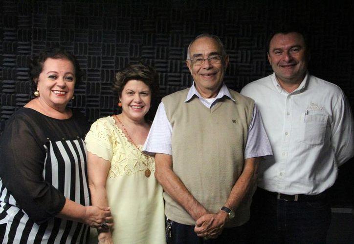 Conductoras e invitados al programa Salvemos una Vida. (José Acosta/SIPSE)