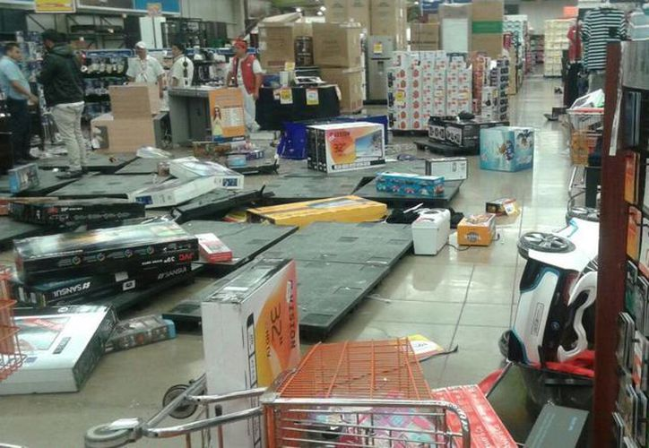 Desde la tarde de ayer se agudizaron los actos vandálicos en protesta por el aumento al precio de la gasolina. (twitter.com/ElInformanteMX)