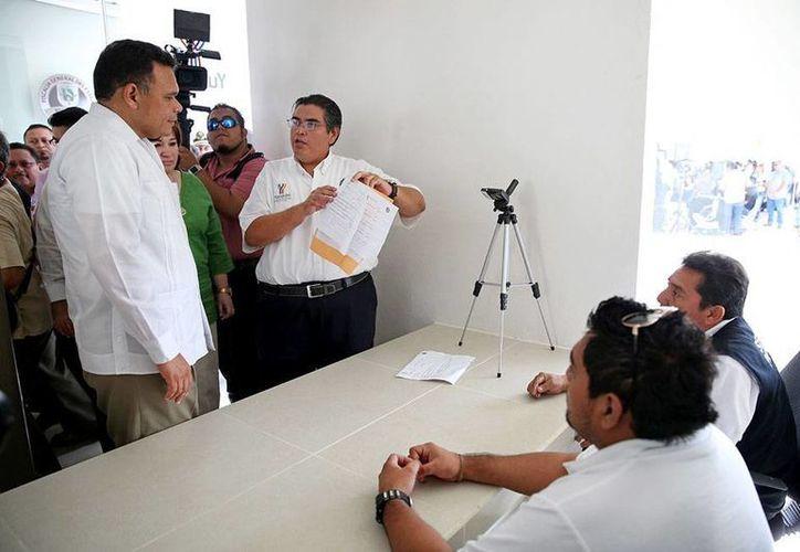 El gobernador, Rolando Zapata Bello, entregó ayer la bodega de evidencias de la Fiscalía General del Estado. (Cortesía)