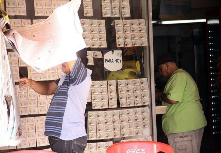 La Lotería Nacional echará a andar una campaña para intensificar su presencia en Mérida, pues las nuevas generaciones se han dejado llevar por otros sorteos. (Jorge Acosta/SIPSE)