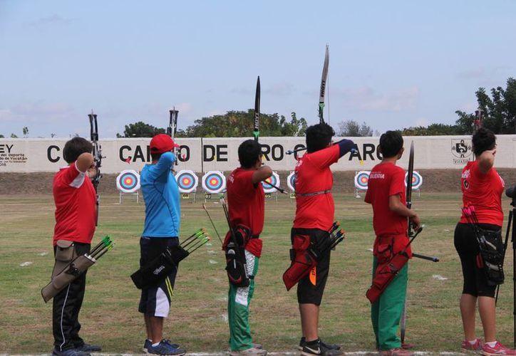 Se espera que a Yucatán lo representan al menos 25 deportistas de tiro con arco en la Olimpiada Nacional 2015. (José Acosta/SIPSE)