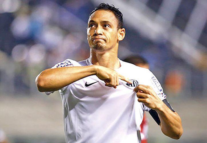 El locutor del estadio se confundió y dijo el nombre de Ricardo Oliveira que se encontraba en la cancha de juego. (Foto: Internet)