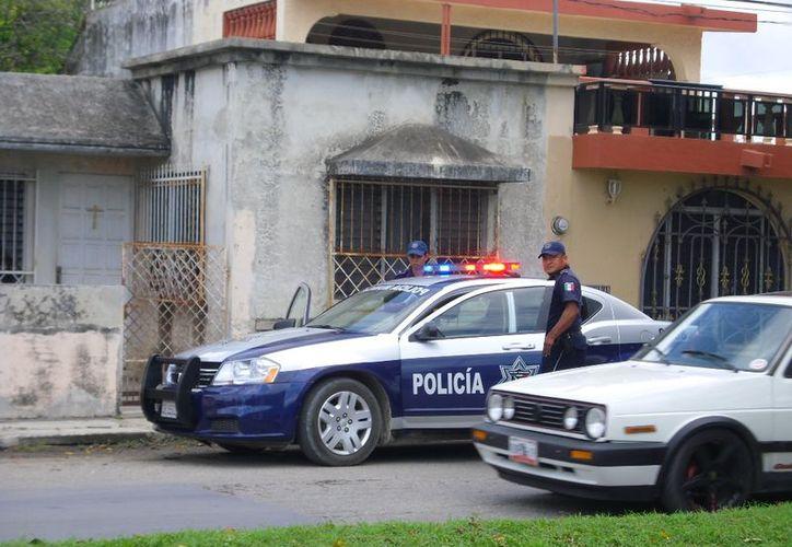 Policías recorrieron la zona en búsqueda del ratero sin obtener buenos resultados. (Redacción/SIPSE)