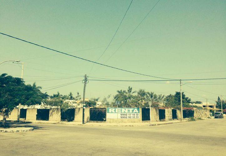 """Confluencia donde quieren construir una gasolinera en la colonia México. ¿Y si le pedimos su opinión a Carlos Castillo, alias """"El Buitre"""", veterano inquilino de esa zona habitacional? (Sergio Grosjean/SIPSE)"""