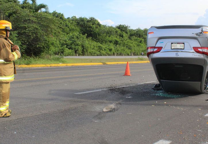Socorrer accidentes automovilísticos ha sido de las actividades importantes del cuerpo de Bomberos. (Foto: Sara Cauich/SIPSE).