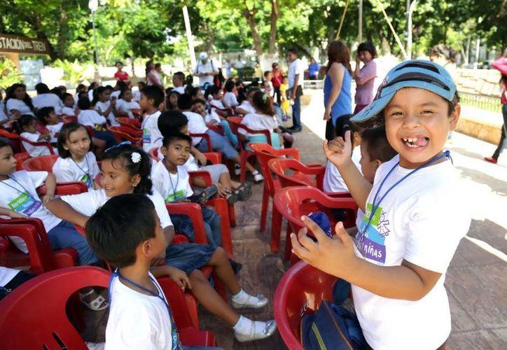 Cientos de niños participaron en la clausura de los cursos de verano organizados por el Ayuntamiento de Mérida. (SIPSE)