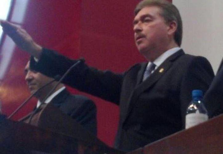 Vega de Lamadrid se comprometió a disminuir sueldos de altos funcionarios en el estado y que no habrá nóminas secretas y prestaciones mágicas. (Milenio.com)