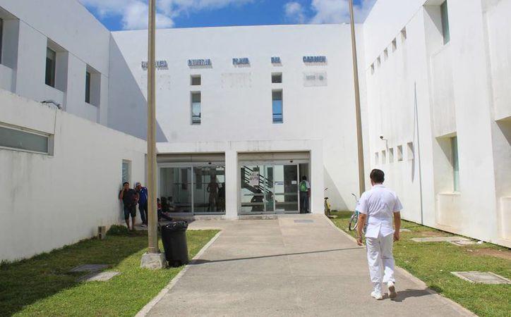 El Hospital General de Playa del Carmen fue cerrado la noche del lunes porque no se presentó el persona de vigilancia. (Octavio Martínez/SIPSE)