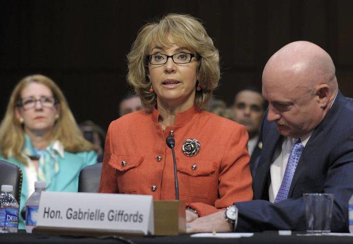 Gabrielle Giffords resultó gravemente herida al ser baleada en la cabeza en un tiroteo en el que murieron seis personas en Tucson. (Agencias)