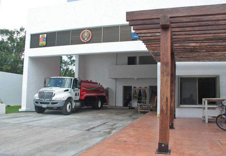 La próxima semana el Gobernador de Quintana Roo pondrá en funcionamiento la nueva estación de bomberos en la parte sur de Cozumel. (Gustavo Villegas/SIPSE)