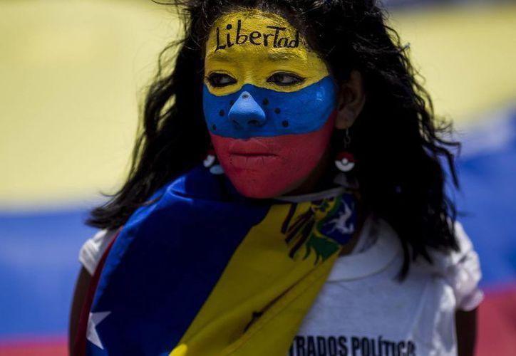 Venezuela lleva varios meses viviendo en un complicado escenario económico: los productos básicos son cada vez más caros, al igual que el dólar. (Archivo/EFE)