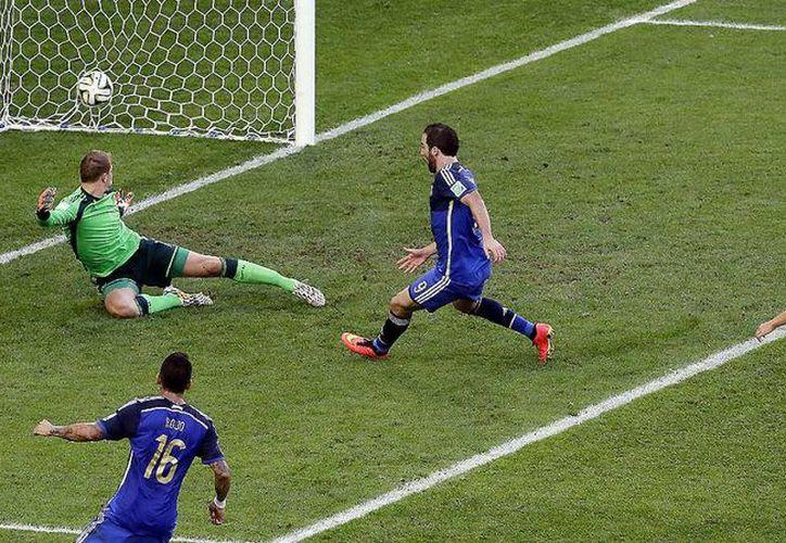 Imagen del la final del Mundial en Brasil en 2014 entre Argentina y Alemania. Esta competición admite a 32 selecciones nacionales, sin embargo, este número podría crecer debido a una iniciativa presentada en la FIFA. (Archivo AP)