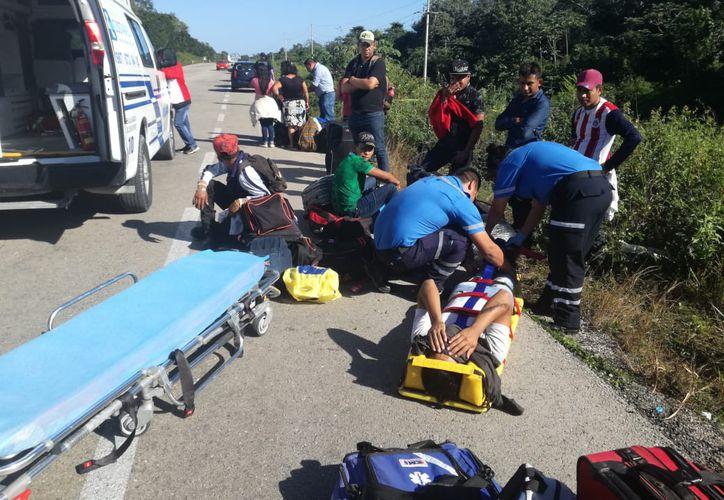 Las personas que resultaron lesionadas durante la volcadura de un autobús procedente de Tabasco recibieron únicamente $100 y un pase médico, como compensación. (Jesús Caamal/SIPSE)