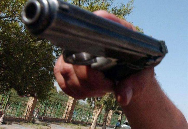 Autoridades policiales de Costa Rica retuvieron un auto en el cual localizaron las armas que habrían sido utilizadas en el asalto. (crhoy.com)