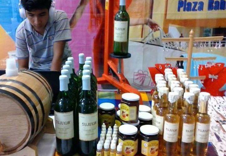 Uno de los productos más demandados son las botellas de vino de mesa de 750 miligramos. (Javier Ortíz/SIPSE}