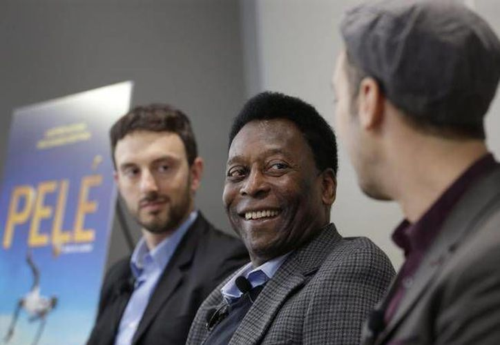 La leyenda brasileña del futbol mundial estuvo presente en la presentación de la película 'Pelé: birth of a leyend'. (EFE)