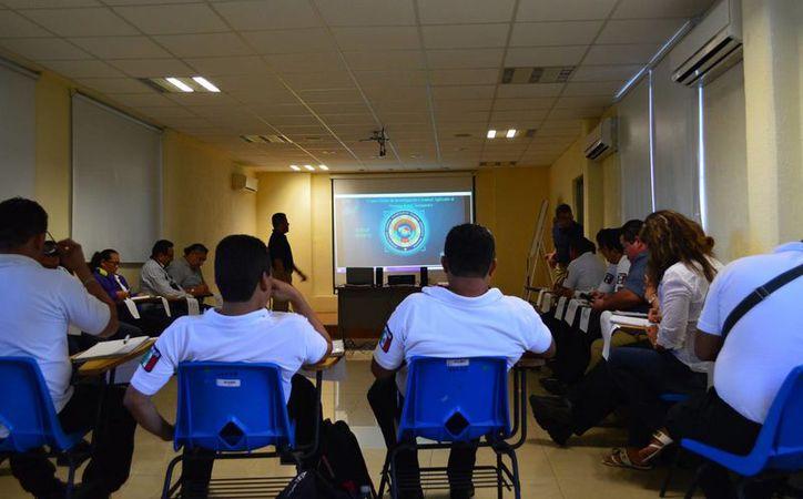 El taller aborda la investigación en el nuevo sistema. (Eric Galindo/SIPSE)