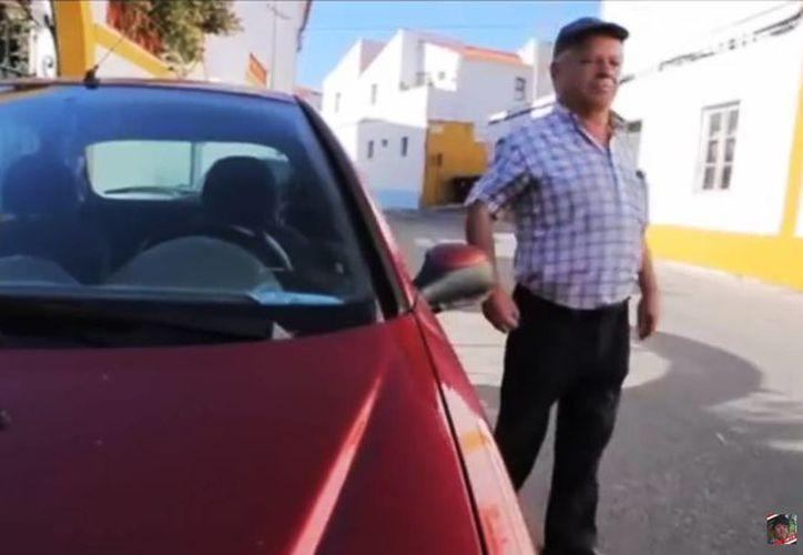 Rufino Borrego fue diagnosticado en un hospital de Lisboa de distrofia muscular incurable, pero en 2010 le dijeron que tenía una enfermedad distinta y que sí podía caminar. (Captura de pantalla/YouTube
