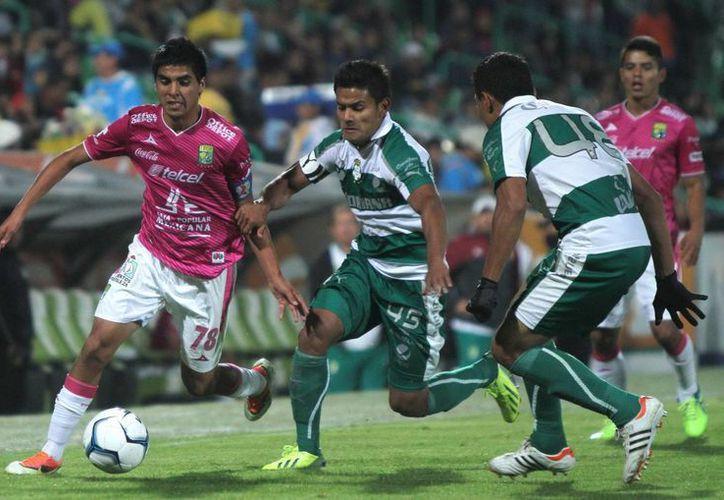 Santos Laguna quedó prácticamente moribundo tras la goleada que León le metió en el Nou Camp. (Archivo Notimex)