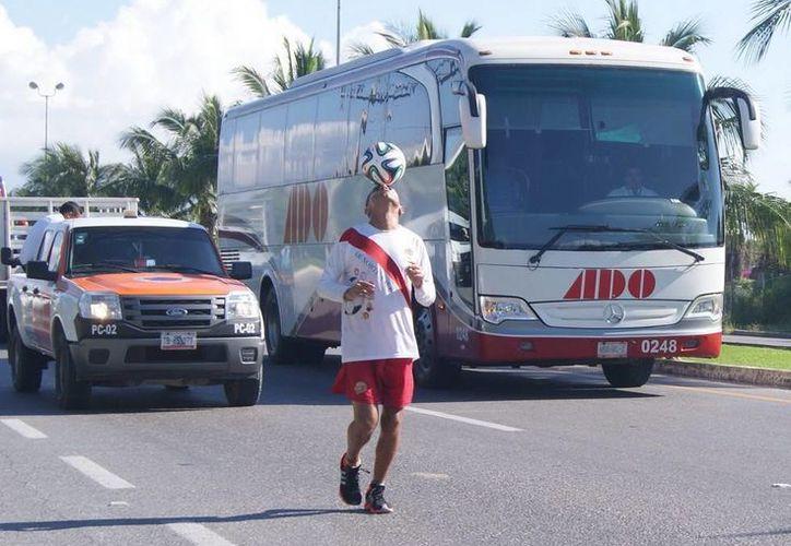 El deportista lleva en su camisa los 10 municipios de la entidad. (Redacción/SIPSE)