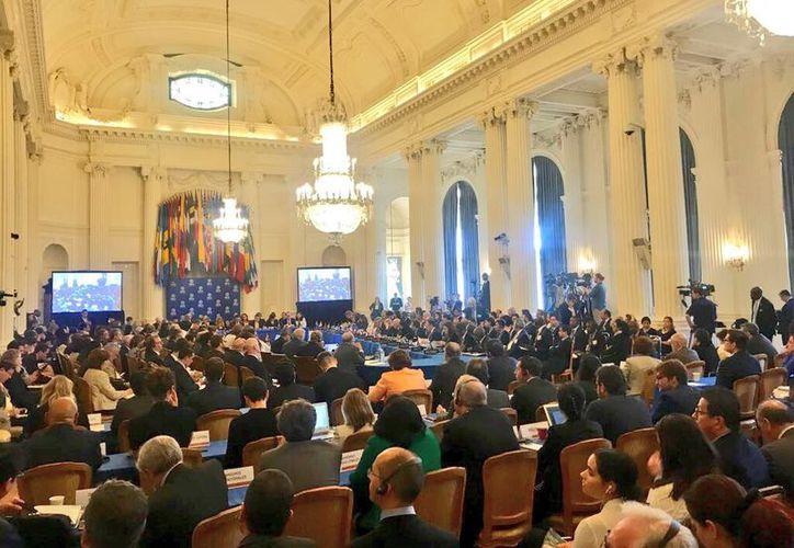 El documento fue leído por el embajador panameño Jesús Sierra, y suscrito por 13 países. (Cancillería Pma)