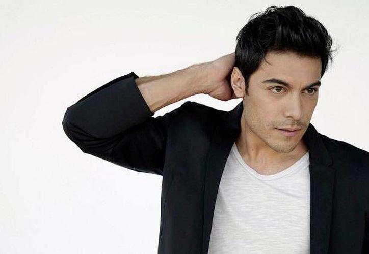El cantante mexicano Carlos Rivera presenta su nuevo sencillo titulado ¿Cómo pagarte? que forma parte de su nuevo álbum, el cantante compartió por redes sociales su nueva canción. (Notimex)