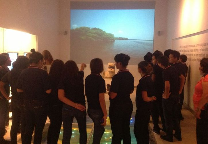 Estudiantes durante una visita al Gran Museo del Mundo Maya. (David Pompeyo/SIPSE)
