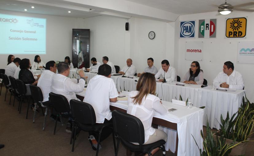 La consejera presidenta del Ieqroo, Mayra San Román Carrillo Medina encabezó la sesión. (Daniel Tejada/SIPSE)