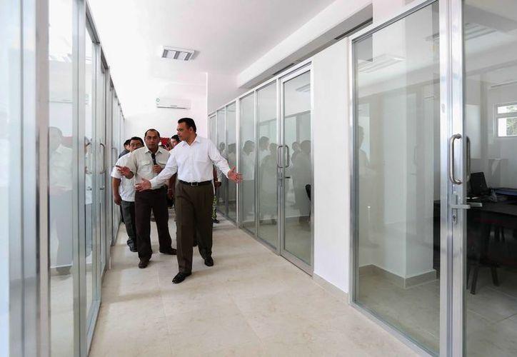 El Gobernador recorrió las instalaciones del Centro de Desarrollo Educativo de Peto. (Milenio Novedades)