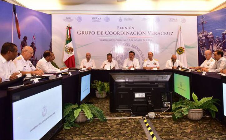 Aspecto de la reunión del Grupo de Coordinación Veracruz, encabezada en Coatzacoalcos, por el secretario de Gobernación, Miguel Ángel Osorio Chong, el lunes 17 de octubre de 2016. (Foto. Notimex)