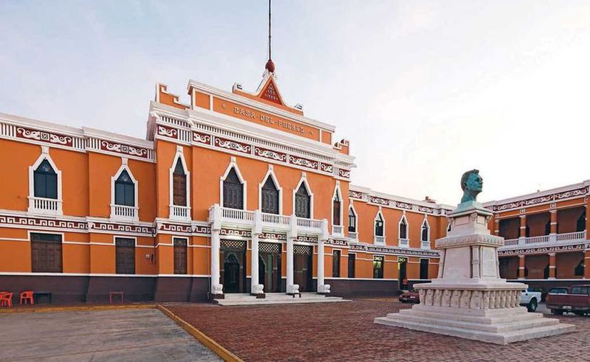 El PRI hará su convocatoria de candidatos entre la última semana de diciembre y la primera de enero de 2015. Imagen de la Casa de Pueblo, sede del Partido revolucionario institucional de Yucatán. (Milenio Novedades)