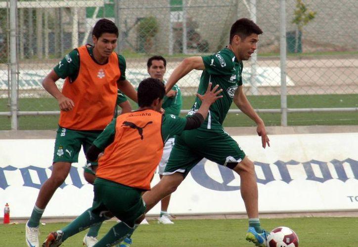 La cuenta de goles de Oribe Peralta en el Clausura suma cuatro y se ubica a uno de Emanuel Villa. (Notimex)
