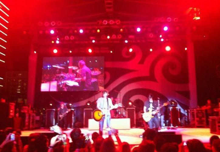 """""""Iris"""", la canción mas coreada de la noche en la que Goo Goo Dolls deleitó la gran inauguración del Hard Rock Hotel Cancún. (Israel Leal/SIPSE)"""