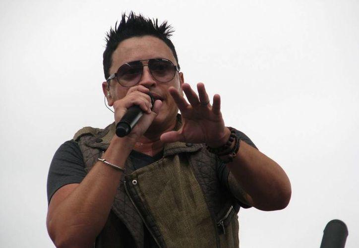 El cantante Elvis Crespo tuvo un regreso complicado con su nuevo tema 'Tatuaje', pues a pocos minutos de su estreno en Univision, lo vetaron. (EFE/Archivo)