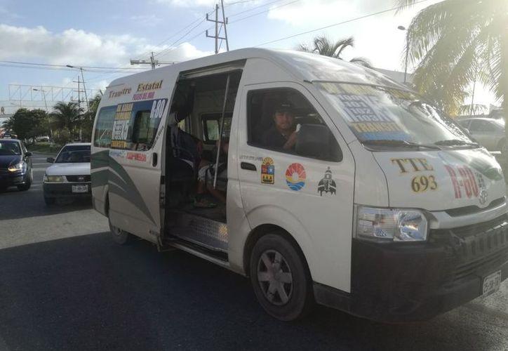 Los transportistas con unidades urvan tienen 60 días para revisar y dejarlas en óptimas condiciones. (Israel Leal/SIPSE)
