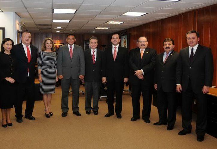 A principios de año los aspirantes a Gobernador se reunieron para acordar la candidatura. (Milenio Novedades)