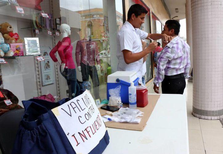Las autoridades recomiendan vacunarse para prevenir el contagio, además la Secretaría de Salud señala la importancia de que la población comience a diferenciar los malestares de la Influenza.(José Acosta/SIPSE)