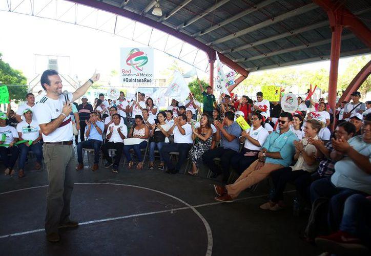 Los jóvenes agradecieron que Pedro Joaquín los tome en cuenta. (Redacción/SIPSE)